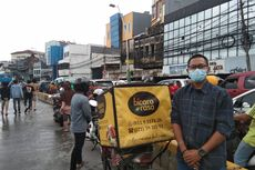 Cerita Reza, Petugas Katering Keliling Jakarta dengan Motor demi Berdonasi Makanan untuk Korban Banjir