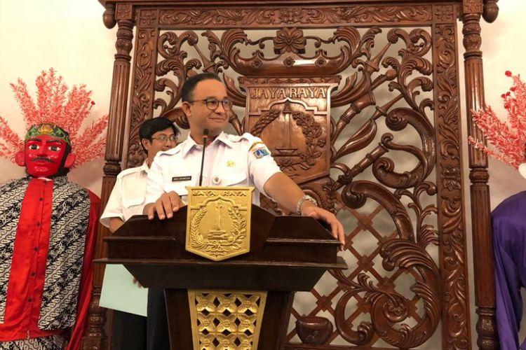 Gubernur DKI Jakarta Anies Baswedan di Balai Kota DKI Jakarta, Rabu (11/4/2018), saat mengumumkan daftar gedung-gedung di Jalan Sudirman-Thamrin.