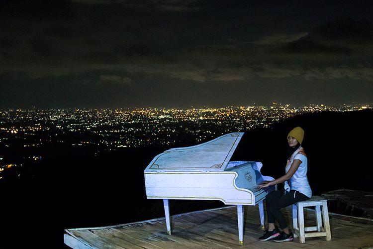 Spot foto piano langit di Obyek Wisata Pintu Langit Dahromo.