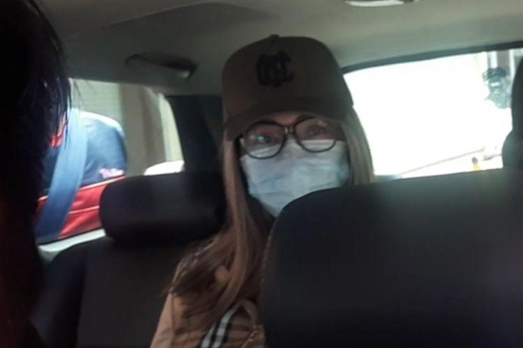 Lucinta Luna dibawa oleh Polisi ke BNN Lido di Bogor, Jawa Barat, Rabu (12/2/2020)
