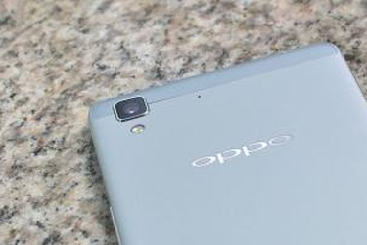 Oppo R7 Lite ini juga mengandalkan sisi desain yang berkelas dengan penggunaan material premium pada bodinya.