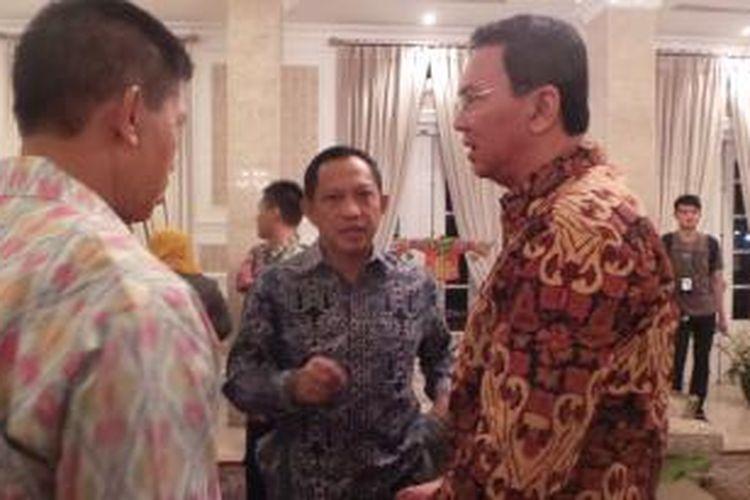 Kapolda Metro Jaya Irjen Tito Karnavian (tengah) dan Gubernur DKI Jakarta Basuki Tjahaja Purnama dalam acara halal bihalal di Rumah Dinas Gubernur DKI Jakarta di Meteng, Jakarta Pusat. Sabtu (25/7/2015).