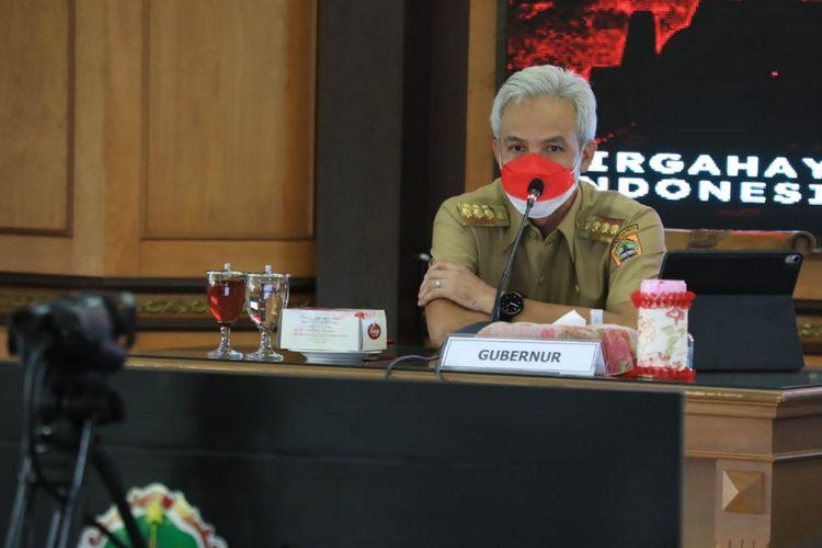 Gubernur Jawa Tengah Ganjar Pranowo saat rapat penanganan Covid-19 secara daring bersama seluruh kepala daerah di Jateng, Senin (30/8/2021).