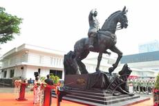 Kisah di Balik Patung Soekarno Menunggang Kuda yang Diresmikan Prabowo di Kemhan