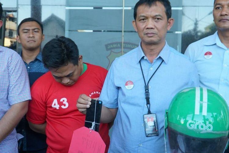 Driver Ojol yang lakukan pelecehan kepada penumpangnya diamankan polisi di Surabaya, Senin (12/8/2019).