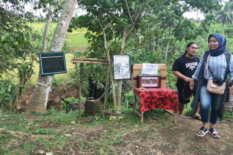 Akses masuk Air Terjun Kemenuh yang terletak di Desa Kemenuh, Kecamatan Sukawati, Kabupaten Gianyar, Bali. Foto diambil pada Sabtu (10/11/2018).