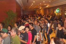 Semakin Siang, Antrean Pengunjung XXI Plaza Senayan Semakin Memanjang