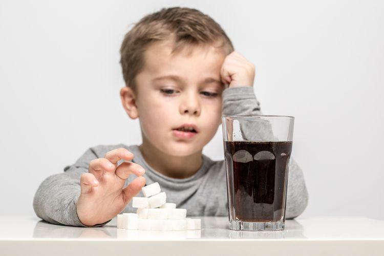 Ilustrasi asupan fruktosa, salah satu komponen gula, seperti pada sirup jagung atau gula rafinasi dapat mendorong kondisi ADHD, gangguan bipolar hingga perilaku agresif lainnya.
