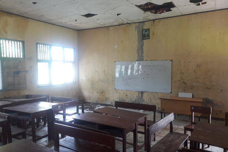 Kondisi SDN Samudrajaya 04, Tarumajaya, Kabupaten Bekasi, yang rusak parah, Minggu (19/1/2020).