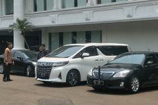 Hadiri Rapat Kabinet di Istana, Prabowo Masih Gunakan Mobil Pribadinya