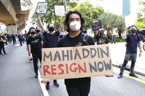 Berpakaian Hitam-hitam, Ratusan Pemuda Malaysia Turun ke Jalan Tuntut PM Muhyiddin Mundur