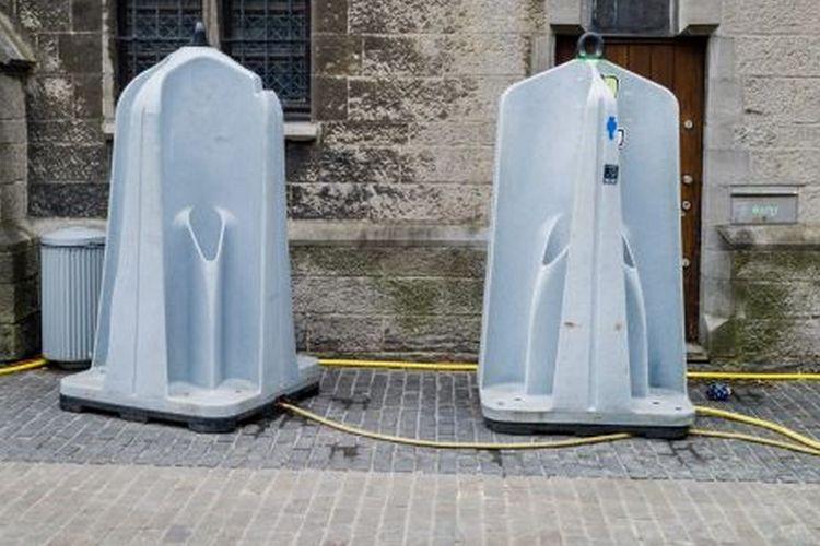 Pissoir, fasilitas buang air kecil untuk laki laki yang dapat ditemui di Eropa.