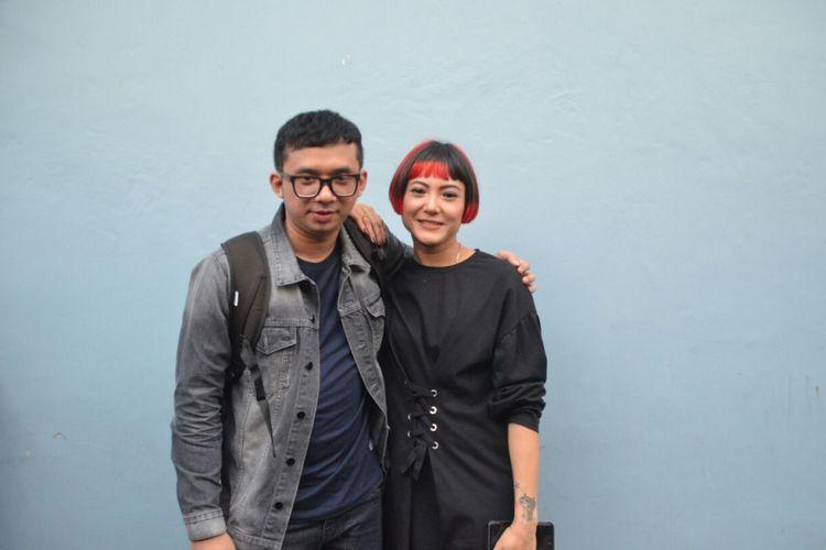 Poppy Sovia dan calon suaminya Oki saat ditemui di kawasan Tendean, Jakarta Selatan, Selasa (19/12/2017).