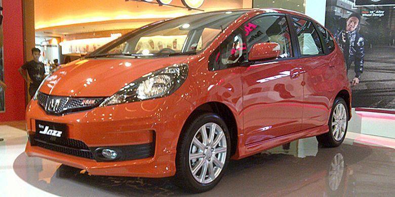 Ilustrasi Honda Jazz GE8 generasi kedua model tahun 2013