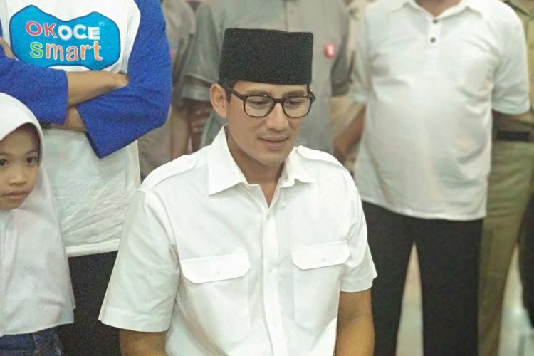 Wakil Gubernur DKI Jakarta Sandiaga Uno ikut donor darah di Masjid At-Tin, Jakarta Timur, Minggu (31/12/2017).