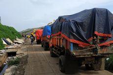Warga Bekasi Diminta Tumpuk Sampah Sisa Banjir di Jalan Utama agar Lebih Cepat Diangkut