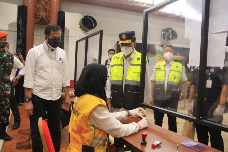 Kunjungan kerja Menteri Perhubungan Budi Karya Sumadi di Bandara Soekarno-Hatta, Kamis (25/6/2020).