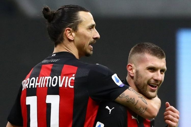 Zlatan Ibrahimovic (kiri) dan Ante Rebic (kanan) merayakan gol ke gawang Crotone dalam laga AC Milan vs Crotone di pentas Liga Italia pekan ke-21, Minggu (7/2/2021) malam WIB di San Siro.