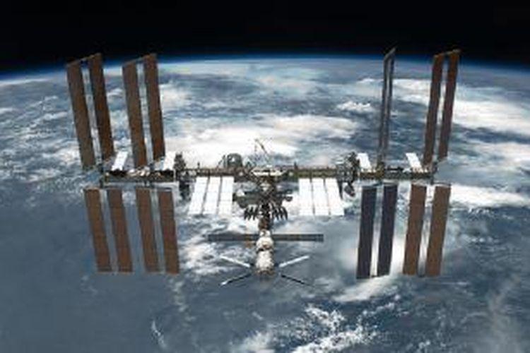 International Space Station (ISS) dilihat dari pesawat ulang alik Endeavour