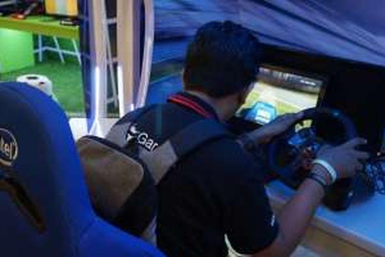 Intel bekerja sama dengan toko online Bhineka menggelar kompetisi game di mall. game yang dilombakan adalah sepak bola, aksi menembak, dan balap mobil.
