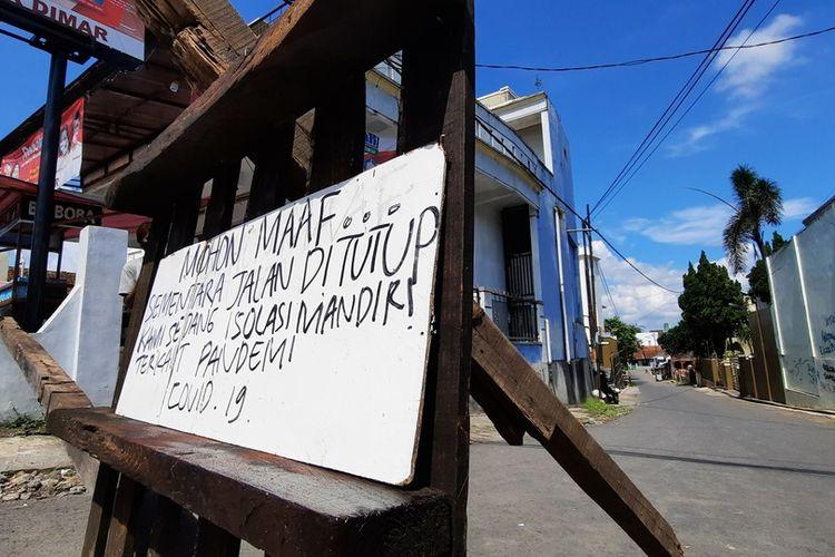 Lockdown tingkat RT diterapkan di Kota Tasikmalaya saat ditemukan beberapa warganya positif Covid-19.