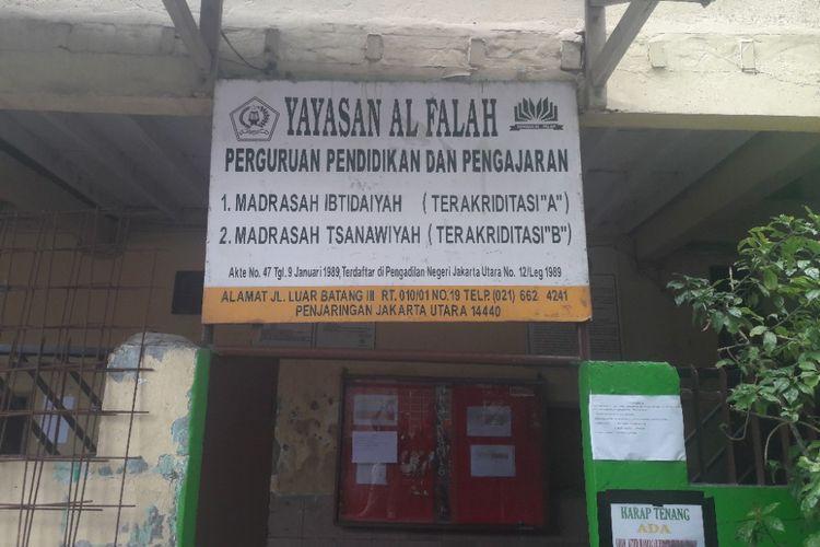 Tampak depan MTs Al Falah di kawasan Luar Batang, Penjaringan, Jakarta Utara, pada Selasa (10/4/2018)