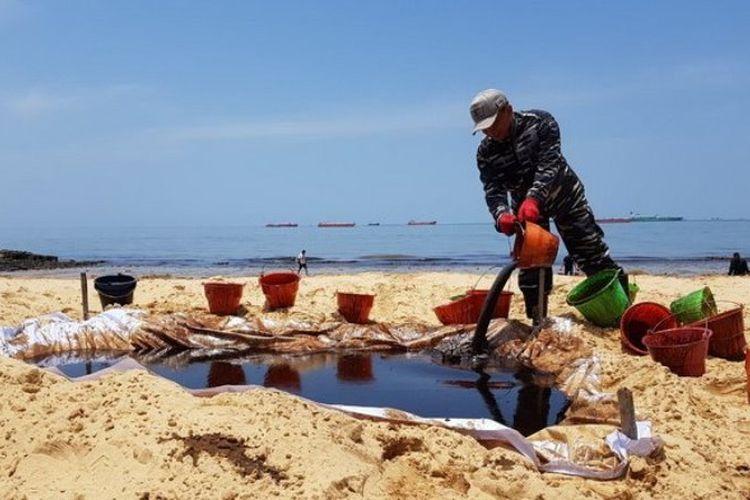 Pertamina menargetkan pantai Balikpapan bersih dari cemaran minyak yang tumpah dalam empat hari.