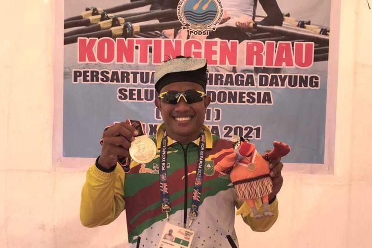 Atlet dayung Maizir Riyondra menyumbang medali emas pertama bagi kontingen Riau pada Pekan Olahraga Nasional (PON) XX Papua, Selasa (28/9/2021).