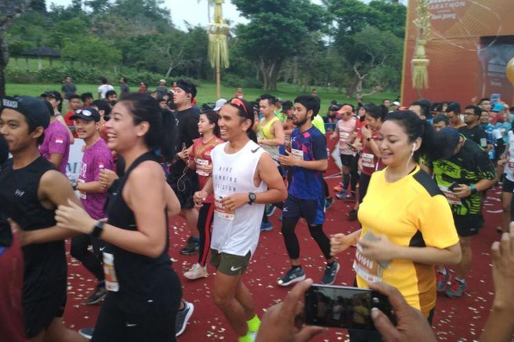 Sigi Wimala dan Agni Pratistha, Brand Ambassador Bank Jateng Borobudur Marathon 2018 berlari untuk kategori half marathon (21K), Minggu (18/11/2018). Ketegori ini diikuti 3.888 peserta.