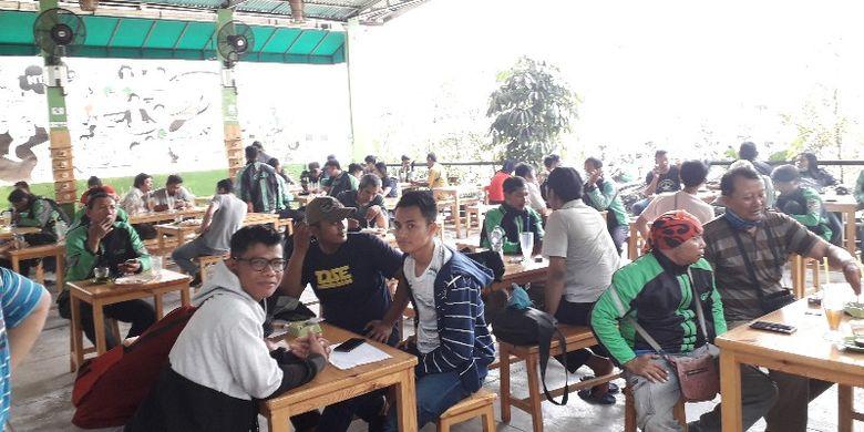 Kantin Lounge GrabBike di Jalan Daan Mogot, Jakarta Barat pada Selasa (9/10/2018).