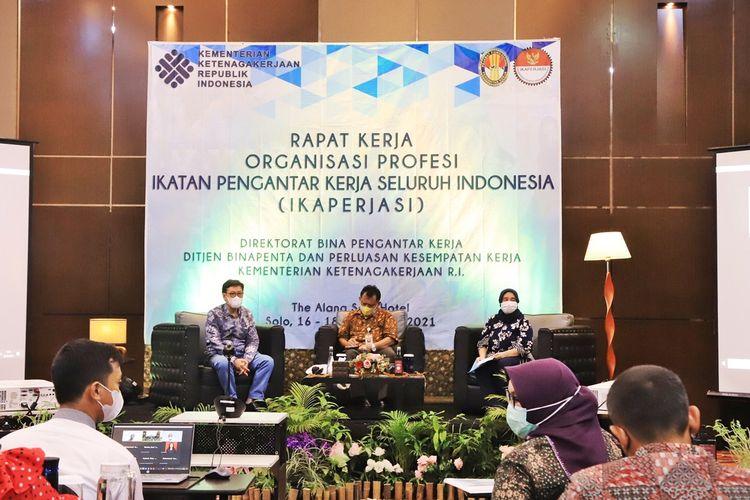 Rapat Kerja (Raker)Ikatan Pengantar Kerja Seluruh Indonesia (IKAPERJASI) di Solo, Jawa Tengah (Jateng), Kamis (16/9/2021).