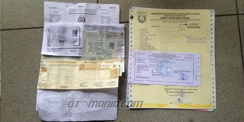 Seluruh kelengkapan dokumen serta dua bukti pembayaran pajak yang terlambat dibayar, dan juga sumbangan Jasa Raharja.