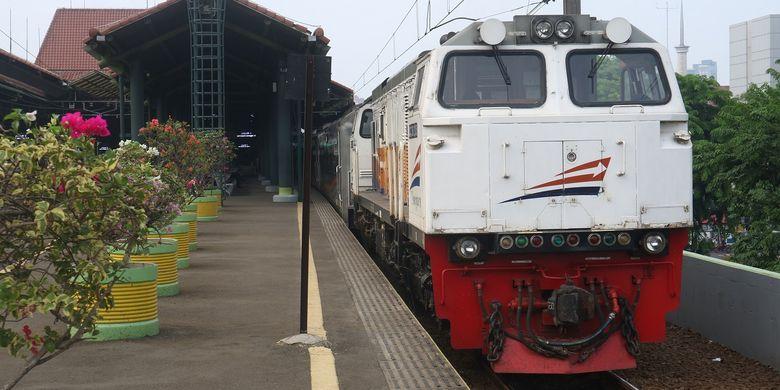 Kereta Api Argo Parahyangan relasi Gambir-Bandung (pp) siap diberangkatkan dari Jalur 1 Stasiun Gambir, Jumat (22/11/2019).