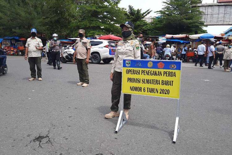 Pemprov Sumbar menggelar razia Perda AKB untuk menertibkan warga yang tak pakai masker, Sabtu (10/10/2020)