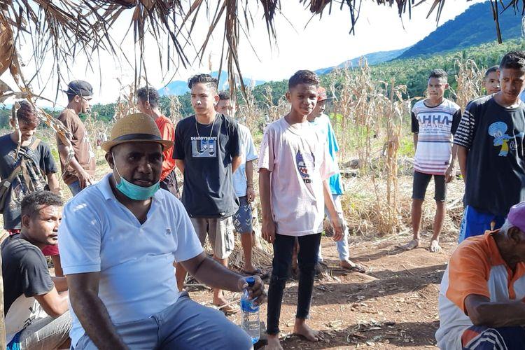 Wakil Bupati Flores Timur, Nusa Tenggara Timur (NTT) Agustinus Payong Boli, menghadiri acara panen raya bersama sejumlah anak muda dan para petani di Desa Wailolong Kecamatan Ile Mandiri dan Desa Bantala Kecamatan Lewolema, Rabu (22/4/2020) kemarin
