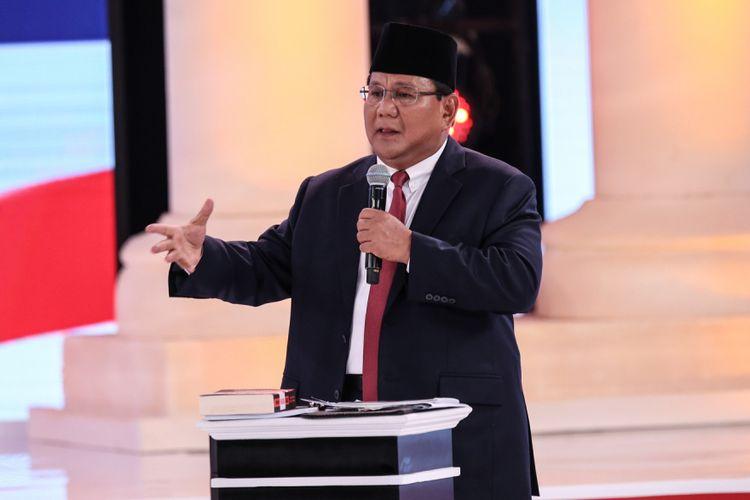 Calon Presiden Nomor Urut 2, Prabowo Subianto menyampaikan gagasannya saat Debat Kedua Calon Presiden, Pemilihan Umum 2019 di Hotel Sultan, Jakarta, Minggu (17/2/2019).