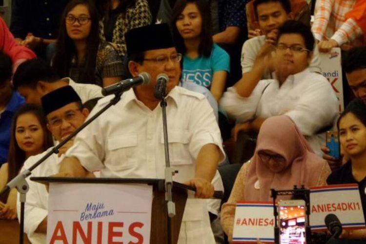 Calon gubernur dan wakil gubernur DKI Jakarta Anies Baswedan dan Sandiaga Uno mengadakan acara Rabu Bersama, kampanye bersama anak muda di Kedoya, Jakarta Barat, Rabu (1/2/2017). Rabu Bersama ini dihadiri Ketua Umum Partai Gerindra Prabowo Subianto yang ikut mengkampanyekan Anies-Sandi.