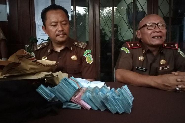 Suasana jumpa pers kasus OTT di Dinas Pariwisata Lombok Barat dengan tersangka Kadis Pariwisata Lombok Barat, IJ, Selasa (12/11/2019).