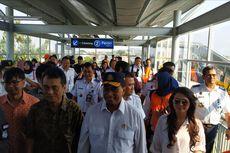Datang dengan KRL, Menhub Budi Karya Resmikan Stasiun Metland Telaga Murni