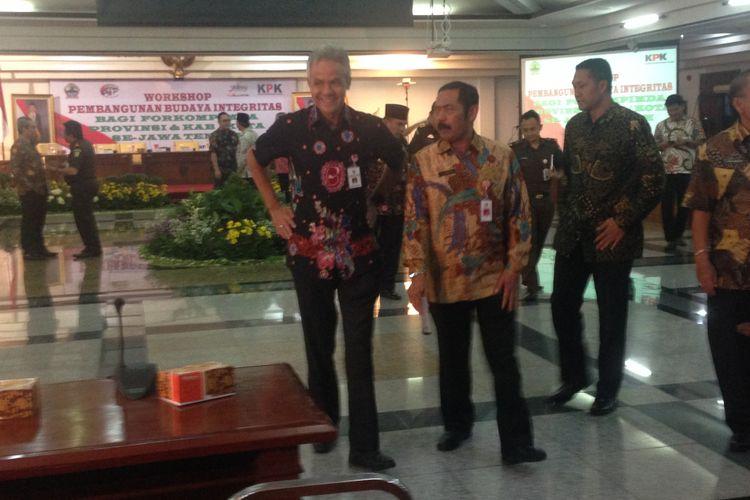 Gubernur Jateng Ganjar Pranowo bersama Wali Kota Surakarta FX Hadi Rudyatmo di Semarang, Kamis (14/12/2017).