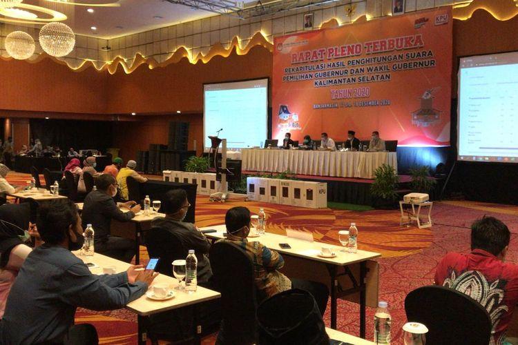 Suasana rapat pleno rekapitulasi suara Pilkada Kalsel yang digelar di salah satu hotel di Banjarmasin pada, Jumat (18/12/2020).