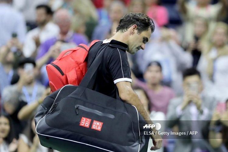 Roder Federer keluar dari lapangan setelah kalah dari Dimitrov pada babak perempat final US Open 2019.
