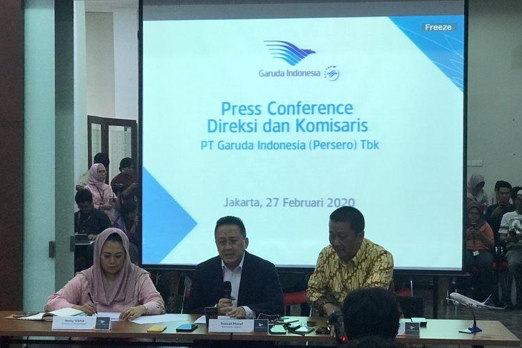 (Kiri ke kanan) Komisaris Independen Yenny Wahid bersama Komisaris Utama Triawan Munaf dan Direktur Utama Garuda Indonesia di Jakarta, Kamis (27/2/2020).