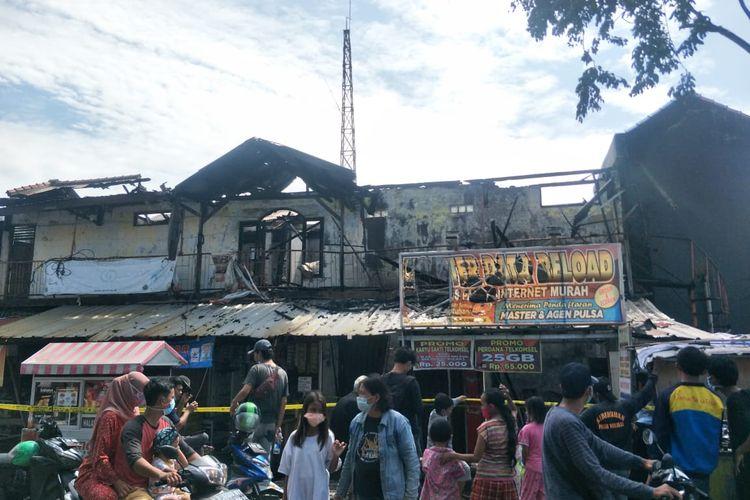 Kebakaran melanda sejumlah rumah toko di Jalan Warakas Raya Tanjung Priok, Jakarta Utara, pada Senin (8/3/2021). Lokasi kebakaran tersebut tak jauh dari Polsek Tanjung Priok.