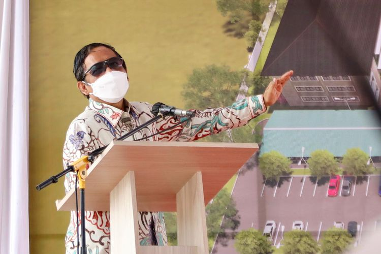 Menteri Koordinator Bidang Politik, Hukum, dan Keamanan (Menko Polhukam) Mahfud MD berpidato di Universitas Widya Mataram Yogyakarta, Minggu (5/9/2021).