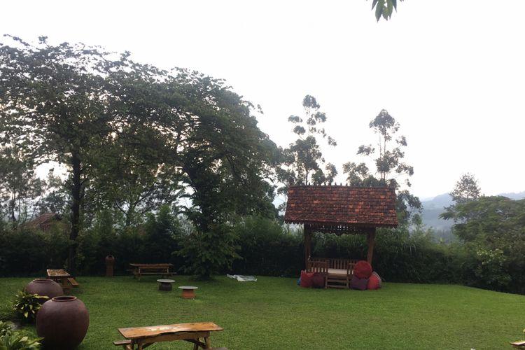 Halaman di cottage yang ada di Mulberry Hill by The Lodge, Desa Cibodas, Kecamatan Lembang, Kabupaten Bandung Barat, Jumat (23/2/2018).