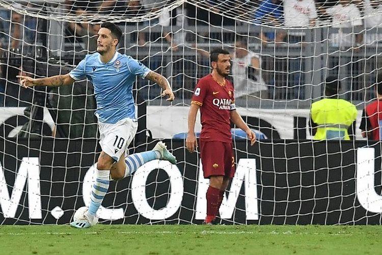 Luis Alberto merayakan golnya pada pertandingan Derbi Lazio vs AS Roma di Stadion Olimpico dalam lanjutan Liga Italia, 1 September 2019.