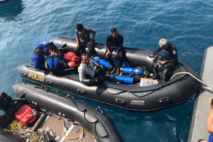 Penyelam dari Polisi Air Mabes Polri lakukan penyelaman untuk mencari pesawat Lion Air JT 610, di perairan Karawang, Jawa Barat, Rabu (31/10/2018).