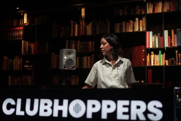 Clubhoppers merupakan salah satu program Indika 91.60 FM yang tayang  setiap hari Sabtu jam 22.00 ? 00.00 yang di pandu oleh DJ Marquee.