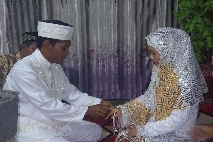 Dampak dari virus corona tidak saja membuat heboh warga China, di Indonesia tepatnya di Kota Ranai di Kabupaten Natuna, akhirnya menjadi cerita yang tidak mungkin terlupakan bagi pasangan muda Solihin (21) dan Parmita (20).